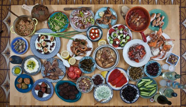 A Syrian Seder/Feast (photo source: photographer Nir Kafri from www.haaretz.com)